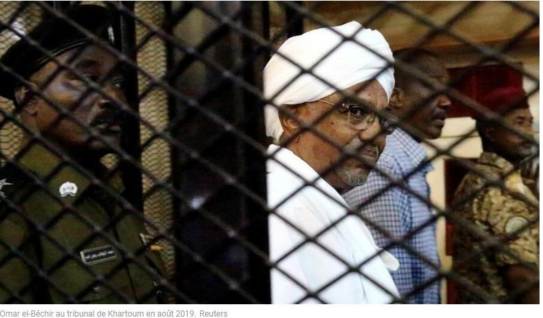 Omar el-Béchir au tribunal de Khartoum en août 2019