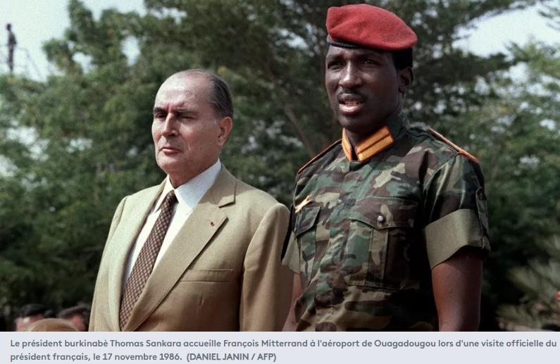 Le président burkinabè Thomas Sankara accueille François Mitterrand à l'aéroport de Ouagadougou